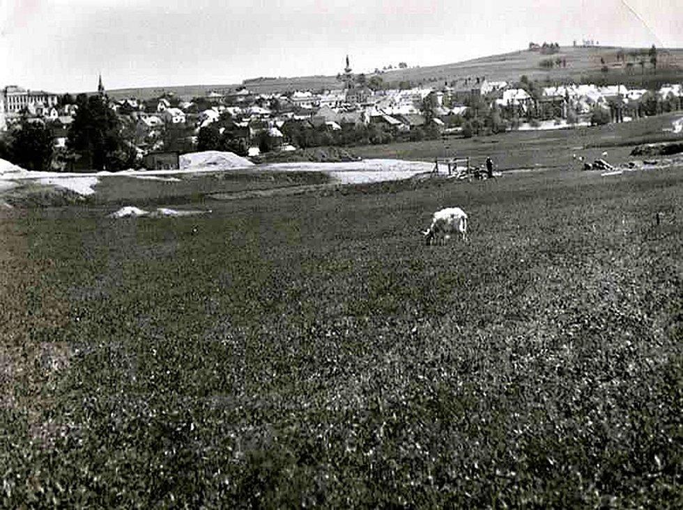 Budoucí staveniště nemocnice v roce 1937.