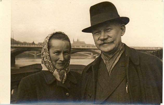 Marie Krčilová, rozená Leopoldová a Vavřín Krčil.