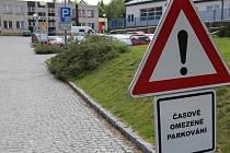 Nový režim má už od začátku minulého měsíce také parkoviště pod nemocnicí.