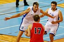Domácí vysoké výhry se zrodily zejména díky kvalitní obranné činnosti a rychlému přechodu na útočnou polovinu. Žďárští košíkáři  tak po dlouhých devatenácti letech vyhráli II. ligu.