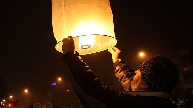 Sametovou revoluci ve Žďáře nad Sázavou připomene lampionový průvod.
