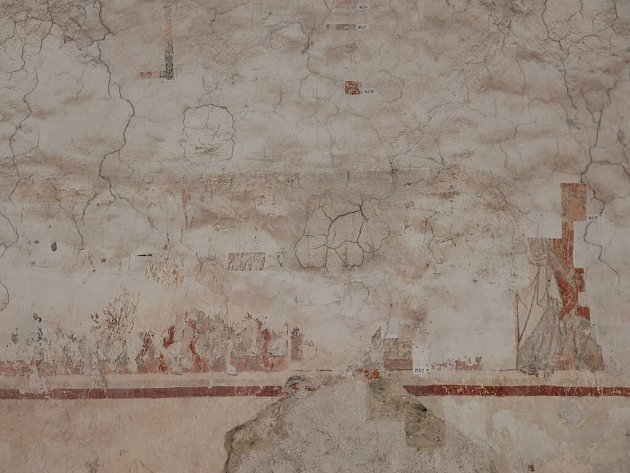 Středověké fresky v rytířském sále mají pocházet zřejmě ze 13. století. Přesné datování však bude jasné až po jejich kompletním odkrytí a zrestaurování.