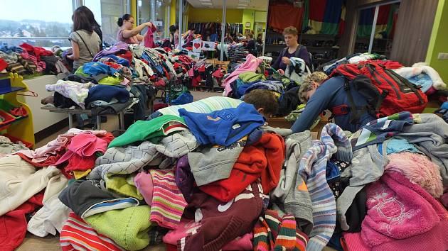 Za rozumnou cenu mohou zájemci na burze nakoupit dětské oblečení všeho druhu.