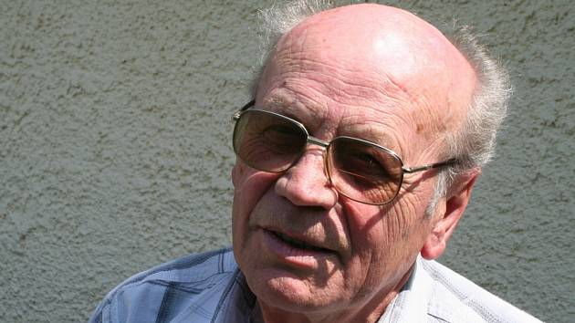 Jiří Libra není pohledeckým rodákem, ale v obci žije už od roku 1945. Zajímá se o historii a právě proto je také kronikářem Pohledce.