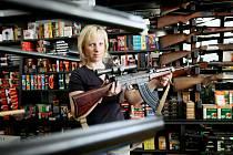 Střelné zbraně si lidé pořizují stále častěji, jen na Žďársku už jich vlastní téměř devět tisíc. Mezi nejoblíbenější druhy patří lovecké pušky či samonabíjecí pistole.