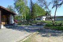 Poražené stromy u řeky Sázavy ve Žďáře.