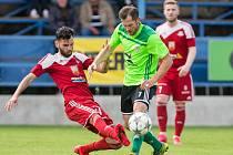 Akční rádius kapitána Vrchoviny Lukáše Michala (v zeleném dresu) je v každém utkání obrovský. Je proto typické, že si jej protihráči ze všech týmů pozorně všímají.