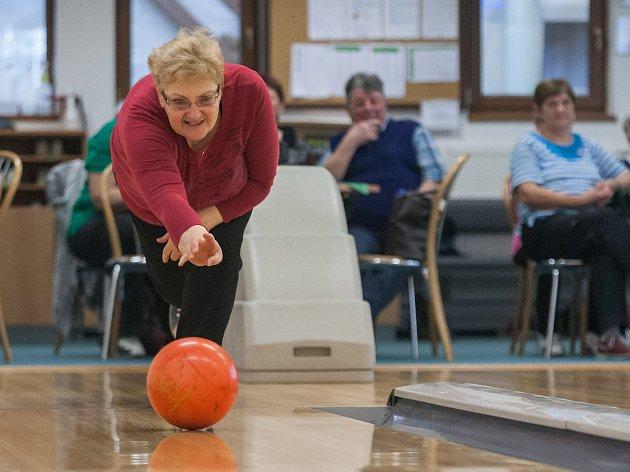 Novoměstští senioři měřili své síly na bowlingu
