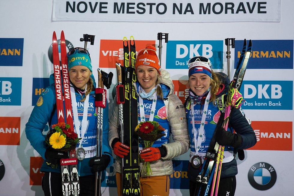 Sprint žen v rámci Světového poháru v biatlonu v Novém Městě na Moravě. Na snímku: Anais Bescond, Denise Herrmann a Markéta Davidová.