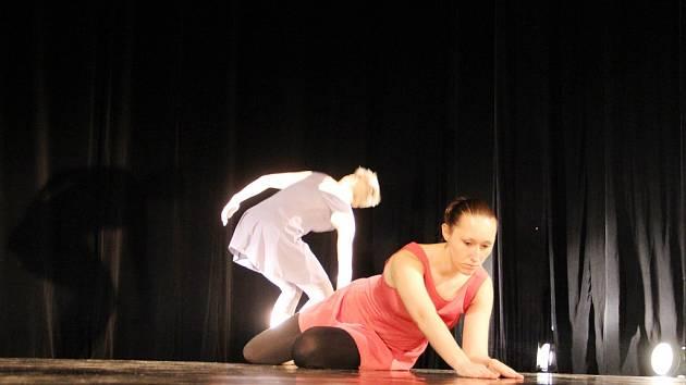 Choreografii Sladké utrpení žďárského souboru tanečního Gen ocenila porota krajské přehlídky Tanec, tanec... 2015.