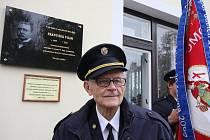 Na budově základní školy ve Věcově byla odhalena pamětní deska Františku Vilímovi u příležitosti 150. výročí jeho narození.
