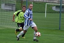 Fotbalisté Náměště-Vícenic (ve světlých trenýrkách) sice porazili Štěpánov vysoko 5:0, ale hosté ze Žďárska o moc horším týmem nebyli. Rozdíl byl v proměňování gólových šancí.