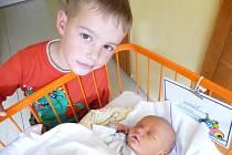 Tomáš Zykan, Obyčtov, 3.9. 2012, 4100 g, 53 cm, na snímku s bratrem Vítem (6 let)