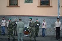 Osmadvacátého října Beranovskému svou poctu projevili novoměstští občané - uctěním jeho památky a znovuodhalením pamětní desky na domě, ve kterém se Beranovský narodil.