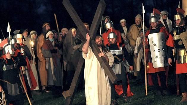 Letos se v Pašijích měl představit nový Ježíš. Martina Dobrovolného (na snímku), který se od roku 1998 v hlavní roli objevil dvanáctkrát, nahradil student Jan Hudeček z Jam.