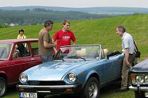 Víkend ve Svratce je ve znamení srazu příznivců italských historických automobilů, koná se po 45 letech.