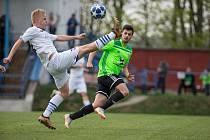 Na střelecké schopnosti útočníka Tomáše Duby (v zeleném dresu) budou fotbalisté Nového Města na Moravě i dál hodně spoléhat.