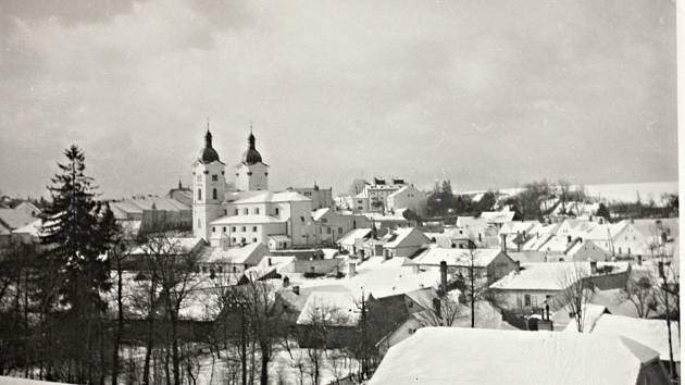 Německá vojska měla v březnu roku 1939 problém dostat se do výše položených měst a obcí Vysočiny. Jak dokládá osmdesát let starý snímek Bystřice nad Pernštejnem z 15. března, prvního dne okupace.