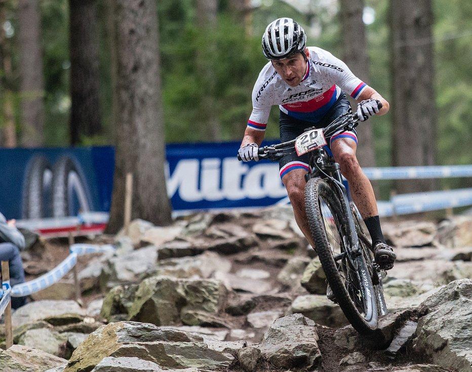 Ondřej Cink v závodu Světového poháru v kategorie mužů Elite v cross country horských kol v Novém Městě na Moravě.