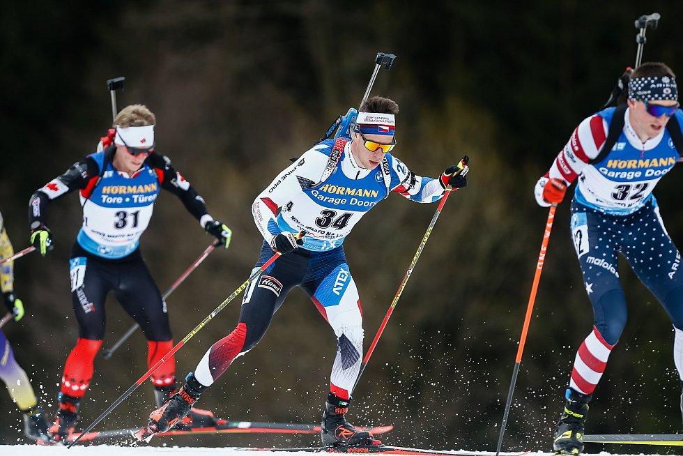Mikuláš Karlík v závodu Světového poháru v biatlonu - stíhací závod mužů na 12,5 km.