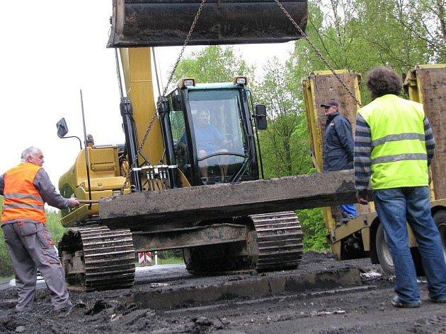 Opravy silnice si vyžádaly uzavírku mezi Karlovem a Vojnovým Městcem.