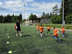 Martin Jícha spolu se svými třemi syny pořádá pravidelné tréninky, ale také letní a zimní  kempy pro začínající fotbalové brankářské naděje.