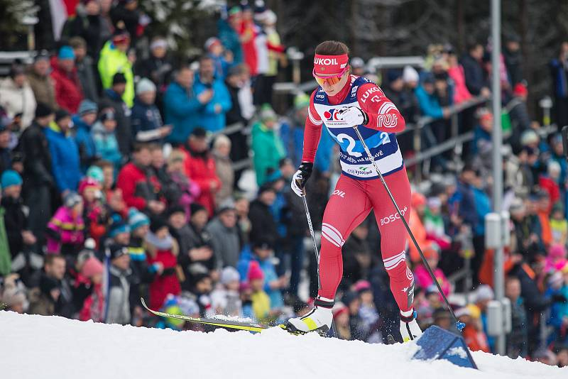 Ohlédnutí za Zlatou lyží 2020. Natalia Nepryaevová ve stíhacím závodě žen na 10 km klasicky v rámci Světového poháru v běhu na lyžích.