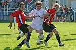 Během tříletého působení FK Boroviny-Opatova v krajském přeboru Vysočiny se tým mohl spoléhat na střelecké kvality útočníka Petra Urbana (v bílém).