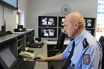 V novoměstském řídicím štábu mají policisté čtyřiadvacet hodin denně aktuální přehled o dění ve městě i v areálu Vysočina Areny.