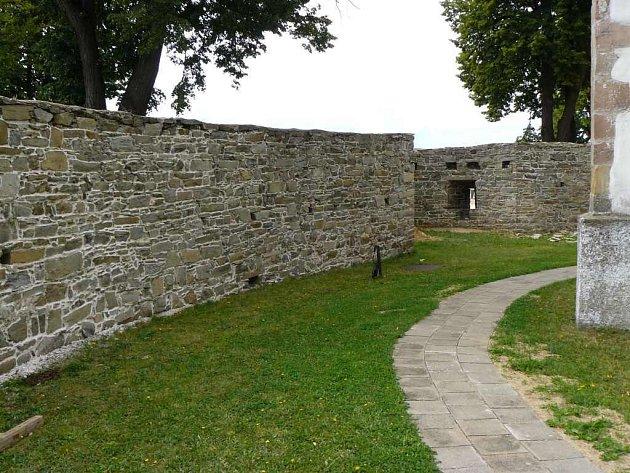 Opevnění kostela svatého Jana Křtitele ve Velké Bíteši má konečně základy. V patnáctém století bylo totiž postaveno přímo na rostlém terénu.