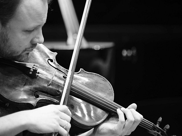 Houslista Richard Kružík je pedagogem na brněnské konzervatoři. V letních kurzech pro neprofesionální hudebníky v Novém Městě na Moravě působí od počátku jako dirigent.