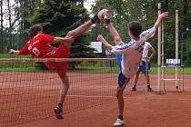 Vlevo je v blokařském souboji David Nejedlý, jeden ze dvou nejmladších hráčů v dresu PKS okna Žďár nad Sázavou. Jeho tým potvrdil doma roli favorita a porazil Modřice B.