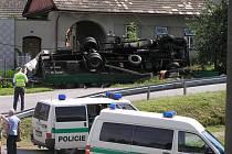 Ve středu krátce před desátou hodinou dopoledne narazil kamion v Olešné u Nového Města na Moravě do sloupu elektrického vedení.