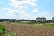 Se Sázavskou ulicí (na snímku) bude Hrnčířská rovnoběžná. Pozemky pro stavbu rodinných domů v lokalitě označované jako Klafar 2 začne radnice prodávat příští rok.