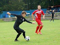 Béčko Žďáru (v černém) doma ztratilo dva body po smolné remíze 1:1 s Moravcem. Juniorka Vrchoviny (v červeném) pak prohrála v Nových Syrovicích 0:3.