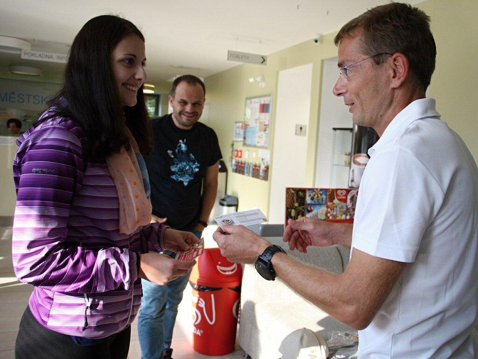 Stotisícího návštěvníka uvítali v úterý v Městských lázních v Novém Městě na Moravě.