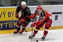 Hokejistům Žďáru nad Sázavou (v černých dresech) se v poslední době výsledkově daří.