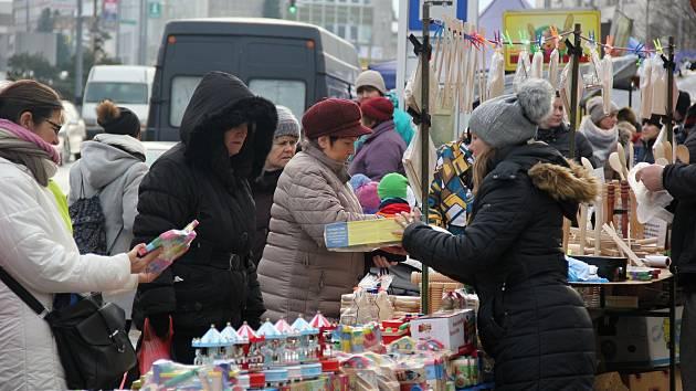 Stánkaři nabízeli nejrůznější zboží.
