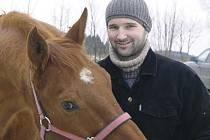 """Šestadvacetiletý """"koňák"""" Daniel Burda jezdí v okolí Měřína a Žďáru."""