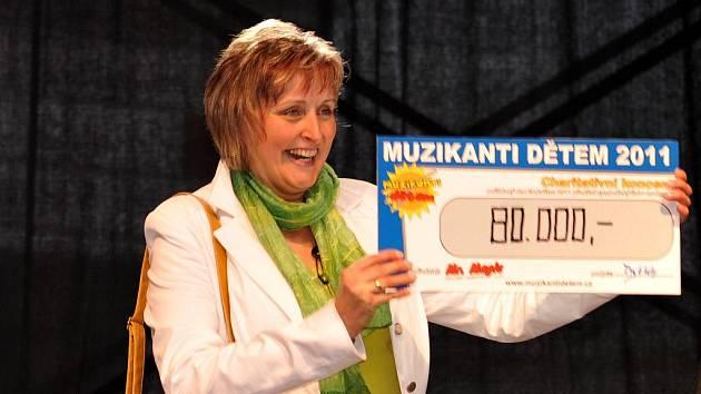 Díky sobotnímu charitativnímu koncertu Muzikanti dětem získala služba Osobní asistence přes sto sedm tisíc korun.