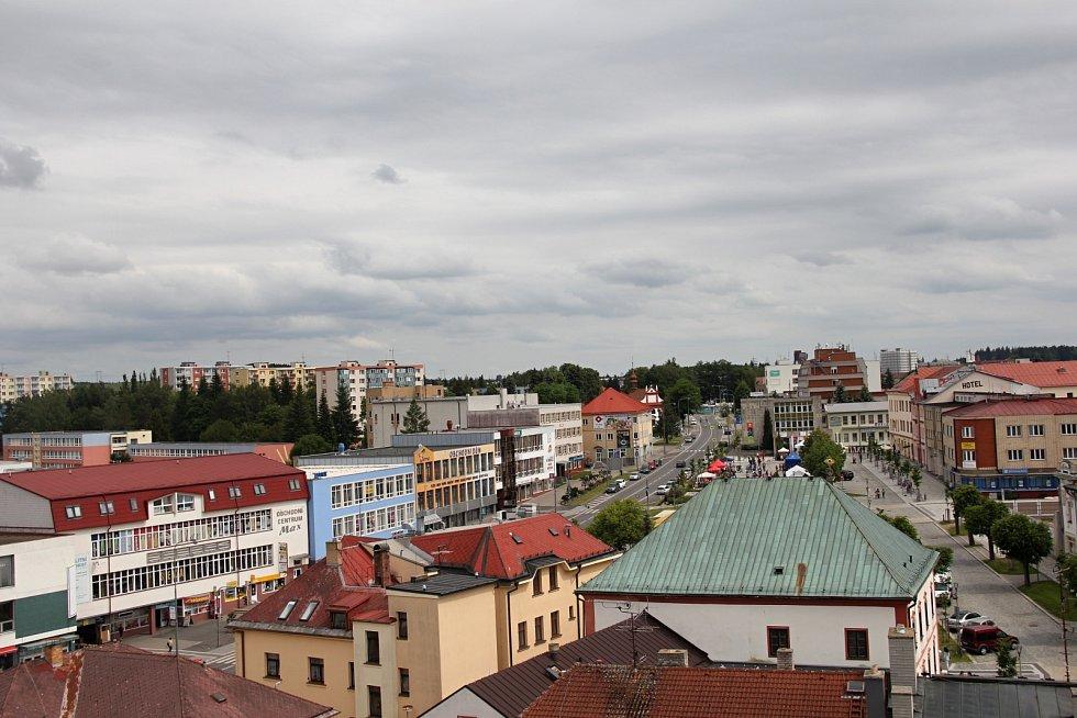 Výhled z věže kostela svatého Prokopa ve Žďáře nad Sázavou