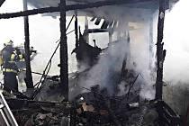 Zahradní chatka lehla popelem. Foto: HZS Kraje Vysočina