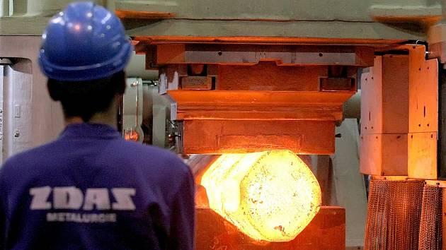 Strojírenský a metalurgický podnik Žďas se zaměřuje na výrobu tvářecích strojů, kovacích lisů, zařízení pro válcovny, odlitků a nástrojů. Ve druhé největší firmě na Vysočině pracuje 2 350 kmenových zaměstnanců.