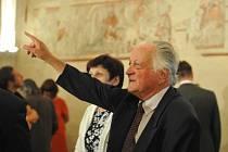 Jan Podstatzký-Lichtenstein. Na velkomeziříčském zámku zpřístupnili sál s obnovenou unikátní freskovou výzdobou. Nejstarší malby znázorňující rytířský souboj se datují před rokem 1300.