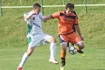 Hráči Radešínské Svratky (v oranžovém) ve 23. kole východní skupiny I. B třídy na domácím hřišti překvapivě přenechali všechny tři body Železářům ze Štěpánova.