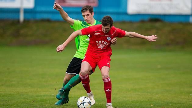 Hráči Vrchoviny (v zeleném dresu) si vylepšili renomé po úvodní prohře s Vyškovem. Na hřišti Dolního Benešova zvítězili 2:0.