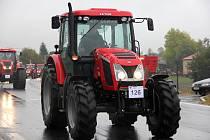 Nejvíce traktorů jedné značky v jedoucí koloně.