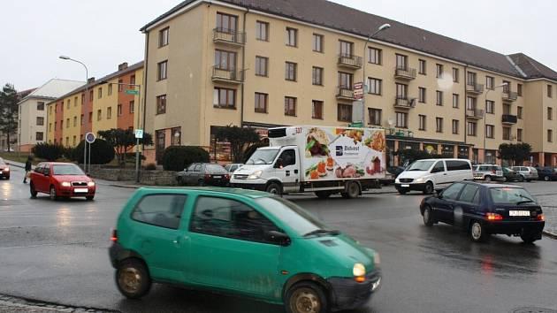 Žďárští radní hledají způsob jak zvládnout dopravní situaci v křižovatce ulic Brodská a Revoluční na Stalingradě.