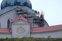 V dlouhodobém plánu úprav žďárského kostela je nová fasáda či oprava západní zdi. Opravovat se ale letos nebudou.