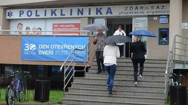 Ambulantní zdravotní zařízení slouží pacientům ve Žďáře nad Sázavou už třicet let. Jeho dveře se poprvé otevřely v roce 1985.